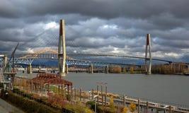 Binario ferroviario del ponte del treno di alianti, del ponte di Pattullo ed a nuova Westminster Immagini Stock Libere da Diritti