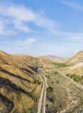 Binario ferroviario lungo in deserto Fotografia Stock Libera da Diritti