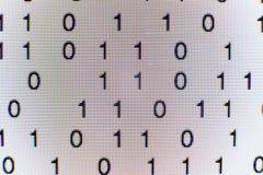 Binarny kod na ekranie komputerowym Zdjęcia Stock
