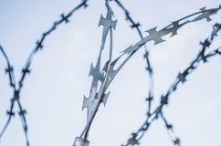 Binda försett med en hulling, kors, säkerhet, staketet, system Royaltyfria Bilder