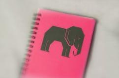 Binded anteckningsbok för rosa färger tråd Arkivfoton
