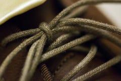 Binden Sie den Schuh lizenzfreie stockbilder