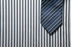 Bindung auf Hemdhintergrund Stockbilder