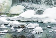 Bindung fällt auf den Ontonogan-Fluss Stockfotos