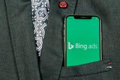 Bing-Anwendungsikone auf Apple-iPhone X Schirmnahaufnahme in der Jackentasche Bing-Anzeigen-APP-Ikone Bing-Anzeigen ist das appli lizenzfreies stockfoto