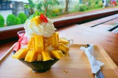 Bing SU: Koreanischer rasierter Eisnachtisch mit süßen Belägen lizenzfreies stockbild