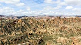 Binggou Danxia kanjonLandform Röd sandsten vaggar i Geoparken arkivbild