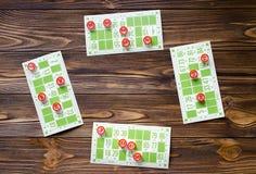 Bingo do jogo na tabela de madeira Imagens de Stock Royalty Free