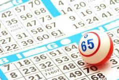 Bingo-Kugel auf Karte Lizenzfreies Stockbild