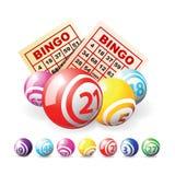 Bingo oder Lotteriekugeln und -karten Stockfoto