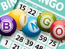Bingo piłki na karcianym tle Fotografia Stock