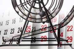 Bingo-Spiel-Käfig und Kalender Stockfotos