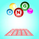 Bingokarte und -ball stockfotos