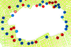 Bingokarte und -chip vereinbaren, Mittelraumhintergrund zu haben Lizenzfreies Stockbild