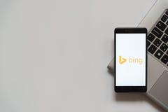 Bingsembleem op het smartphonescherm Stock Afbeelding