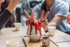 Bingsu ou Bingsoo est un dessert coréen populaire Photo stock