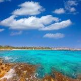 Binibeca海滩在Binibequer Vell村庄的Menorca 免版税库存照片