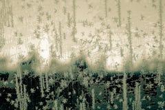 Binnen bevroren die auto, glasmening, venster met ijs, vroege ochtendwintertijd wordt behandeld stock fotografie