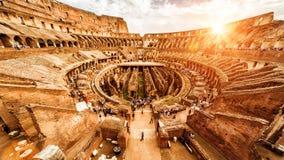 Binnen Colosseum of Coliseum in de zomer, Rome, Italië royalty-vrije stock afbeeldingen