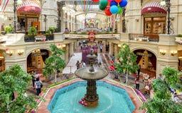 Binnen de GOM (hoofdwarenhuis) in Moskou Royalty-vrije Stock Foto