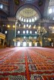 Binnen de Islamitische moskee Stock Afbeeldingen