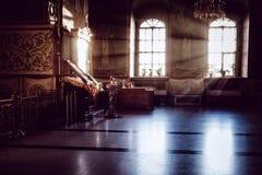 Binnen de Kerk het licht van godsdienst royalty-vrije stock foto's