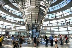 Binnen de koepel van het Duitse Parlement in Berlijn Royalty-vrije Stock Foto