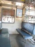 Binnen de lokale trein van Mumbai Stock Fotografie