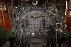 Binnen de motorruimte van een stoomtrein Stock Fotografie