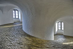 Binnen de Ronde Toren Kopenhagen Stock Foto's