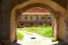Binnen de versterkte middeleeuwse kerk Biertan, Transsylvanië royalty-vrije stock fotografie