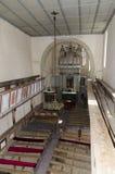 Binnen de Viscri versterkte kerk stock foto's