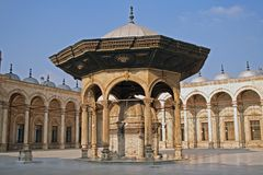 Binnen de werf van de moskee van Hussein van de Sultan Stock Afbeelding