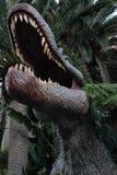 Binnen een dinosaurussen reusachtige mond Stock Afbeeldingen