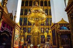 Binnen een Drievuldigheidskathedraal in Pskov, Rusland Stock Foto