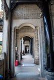 Binnen een gang in Chen Clan Academy, wordt het portaal gemaakt van graniet royalty-vrije stock afbeeldingen
