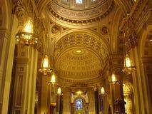 Binnen een Kathedraal Royalty-vrije Stock Afbeeldingen