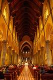 Binnen een kathedraal stock foto