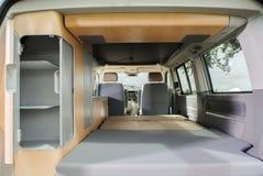 Binnen een moderne kampeerautobestelwagen Royalty-vrije Stock Afbeeldingen