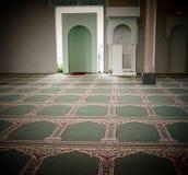 Binnen een Moskee Binnen in eenmoskee Royalty-vrije Stock Afbeeldingen