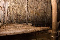 Binnen een Native American-Hut stock foto