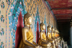 Binnen een Oude Boeddhistische Tempel Stock Afbeeldingen