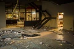 Binnen een verlaten fabriek Royalty-vrije Stock Afbeeldingen
