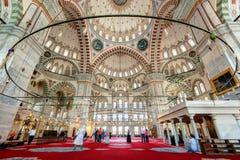 Binnen Fatih Mosque in Istanboel, Turkije Royalty-vrije Stock Foto