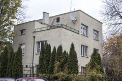 Binnen gebouwde huizen de jaren '20 en de jaren '30 van de 20ste eeuw in stad Warshau, Polen Stock Afbeelding