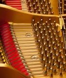 Binnen grote piano Royalty-vrije Stock Foto's
