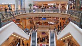 Binnen het Arena Winkelende Centrum in Birmingham, Engeland stock afbeeldingen