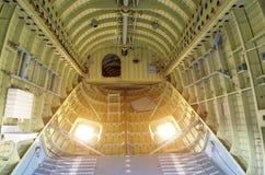 Binnen het compartiment van een grote ladingshelikopter royalty-vrije stock afbeeldingen