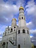 Binnen het Kremlin Mening van Ivan de Grote Klokketoren, MOSKOU, RUSSI Royalty-vrije Stock Foto