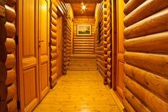 Binnen het logboekhuis Stock Foto's